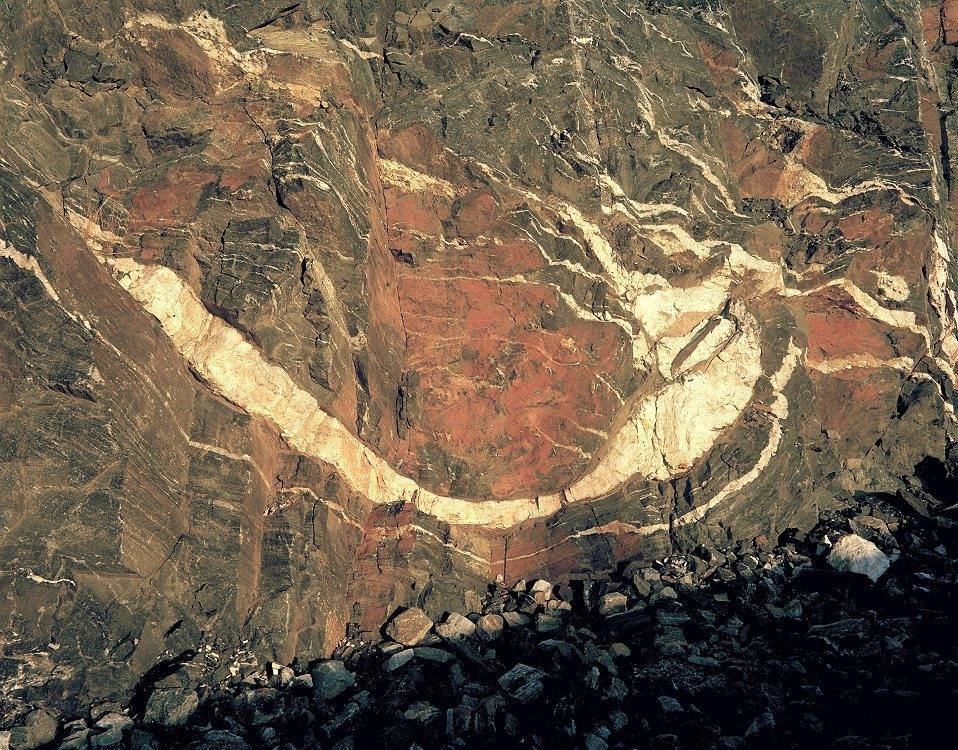 05 Rock face near Wanup 750
